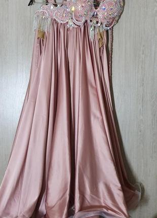 Красивый восточный костюм, в сиренево-лиловом цвете. юбка с вшитыми шортами, лиф и пояс.