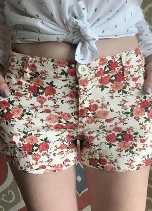 Нарядные короткие шорты от американского бренда shinestar