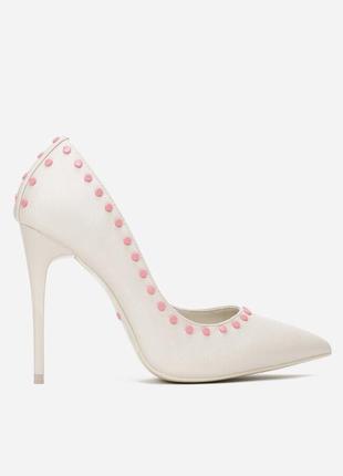 Туфли на каблуке белые