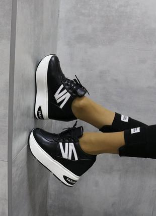 Кроссовки черные на высокой платформе, сникерсы черные на платформе, молодежные сникерсы