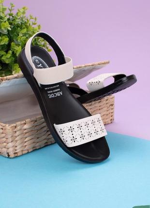 Стильные бежевые босоножки сандалии на плоской подошве низкий ход