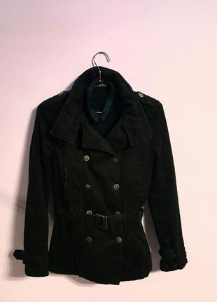 Демисезонное черное короткое пальто