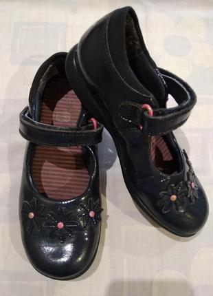 Лакированые туфельки clarks с мигалками