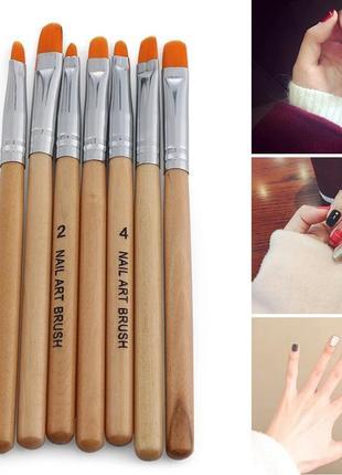 Кисточки для рисования на ногтях.