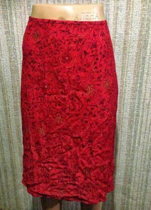 Красная юбка в цветочек мелкий 40