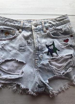 Шикарные рванные джинсовые шорты