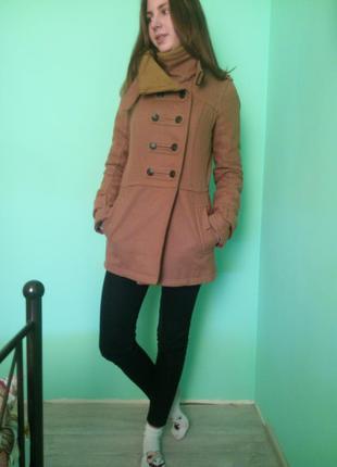 Уютное демисезонное пальто bershka