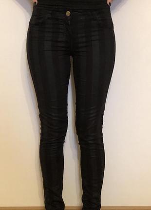 Красивые чёрные штаны в полоску