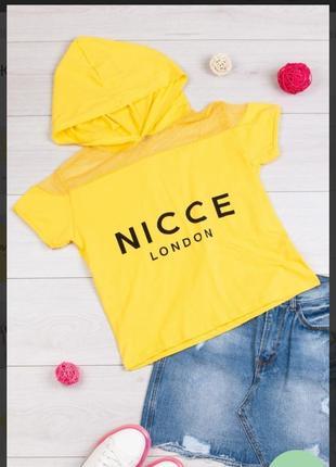 Стильная желтая футболка с надписью капюшоном сетка