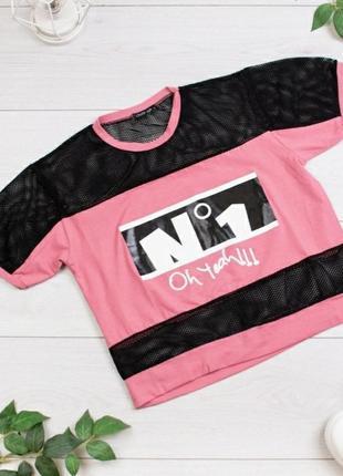 Стильная розовая с черным футболка с надписью оверсайз сетка
