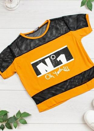Стильная оранжевая с черным футболка с надписью оверсайз сетка
