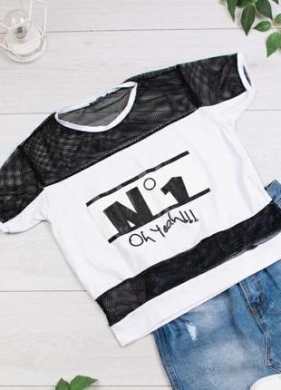 Стильная белая с черным футболка с надписью оверсайз сетка