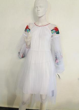 Платье с вышивкой гладью из мелкой мягкой сетки.