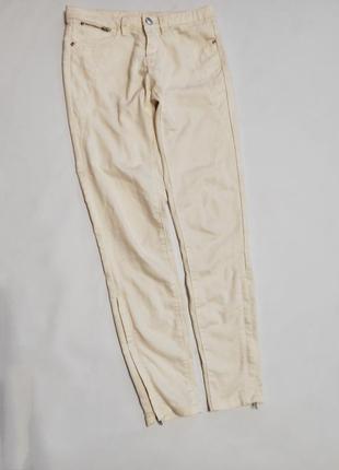 Базовые светлые джинсы