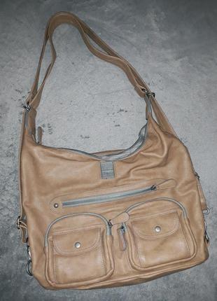 Объемная песочно-бежевая сумка с множеством карманов на длинной ручке
