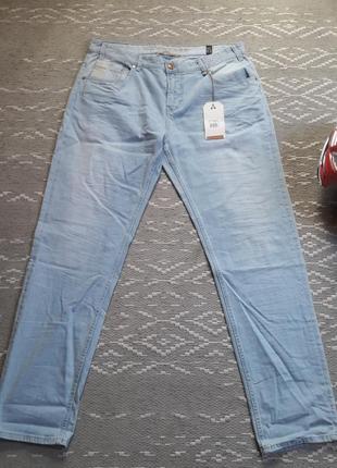 Очень стильные джинсы от европейского бренда.
