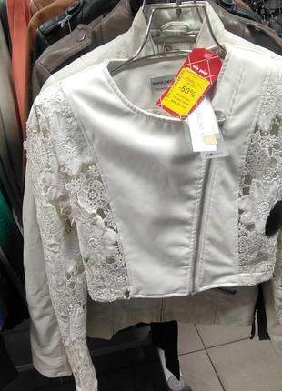 💥стильная и женственная новая куртка, оформленная кружевом