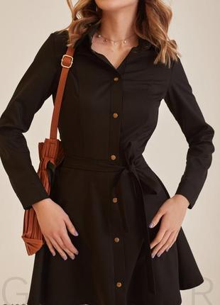 Лаконичное черное платье-мини