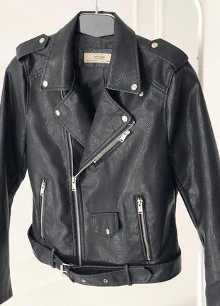 Куртка из экокожи и ремнем