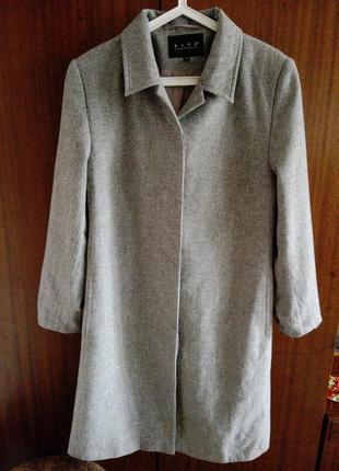 Демисезонное шерстяное пальто серого цвета cite р.46-48