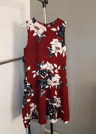 Платье цвета марсал
