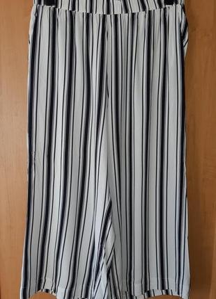 Лёгкие кюлоты/  широкие бриджи из вискозы  в бело-чёрную полоску