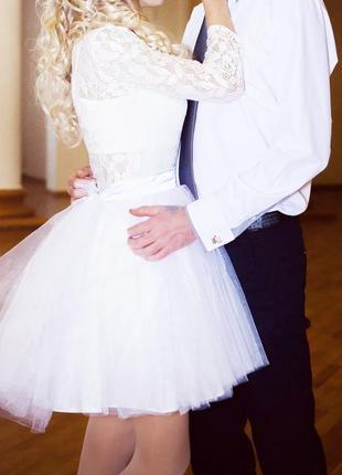Белое короткое платье с фатиновой юбкой, свадебное