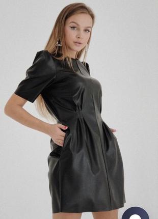 Чорне шкіряне плаття