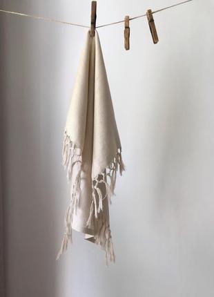 Льняное полотенце с бахромой