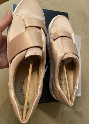 Naturalizer пудровые/нежно-розовые кроссовки 26,5 см