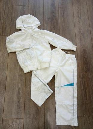 Белый спорт костюм: кофта/ ветровка +штаны с бирюзовыми и серебристыми вставками