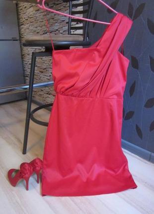 Крутое красное платье а одно плечо!