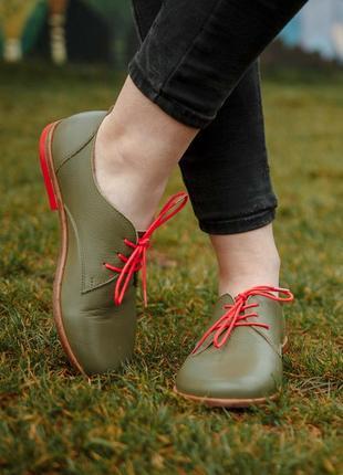 Кожаные туфли с красной кожаной подошвой