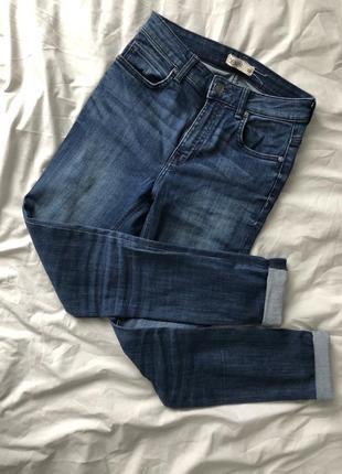Синие высокие джинсы скинни