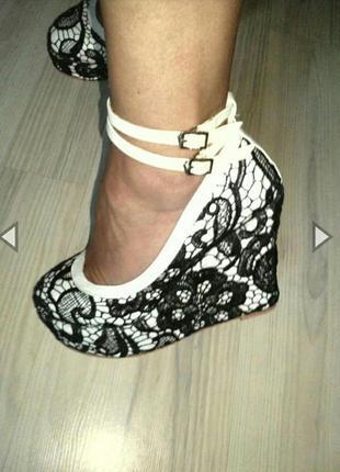 """Невероятно-красивые туфельки на танкетке в французском объемном  кружеве """"ришелье"""""""
