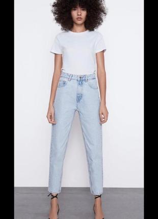 Светлые джинсы мом mom