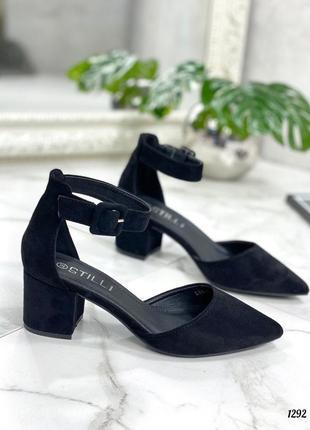 Черные босоножки