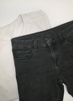 Чёрные джинсы zara с рваными коленями