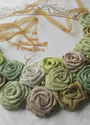 Текстильное колье с розами
