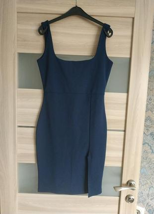 Шикарное платье футляр с разрезом по ножке