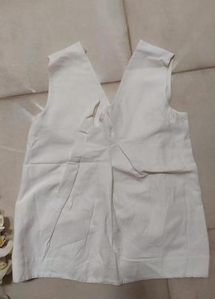 Белая блузка c v-вырезом