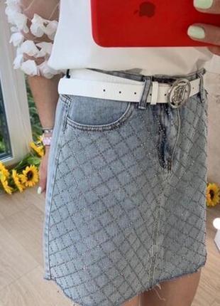 Джинсовая юбка со стразами