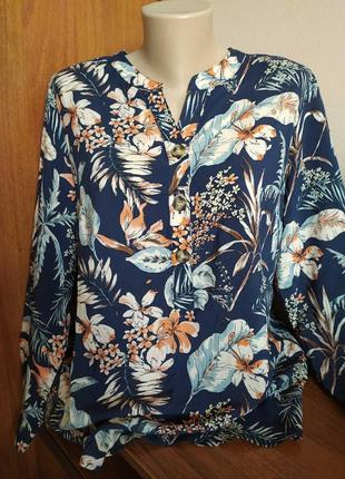 Дуже красива,легка блуза, кофта
