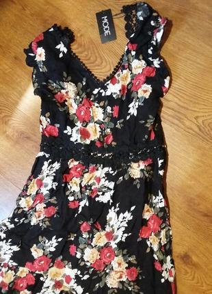 Шикарное платье с розами и открытой спинкой