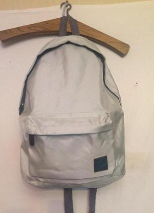 Удобный ,легкий рюкзак,нейлон,cleanance.