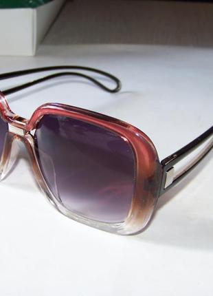 Крупные солнцезащитные очки-стрекозы с серым градиентом и винно-прозрачной оправой