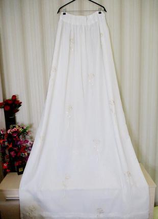 Беломолочная двойная штора с вышивкой