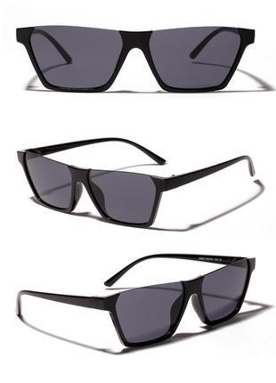Полуободковые прямоугольные черные солнцезащитные очки с серой дымчатой линзой2 фото