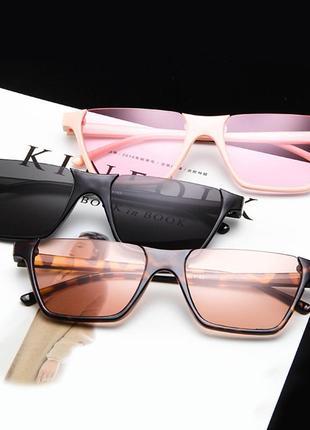 Полуободковые прямоугольные черные солнцезащитные очки с серой дымчатой линзой