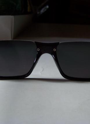 Полуободковые прямоугольные черные солнцезащитные очки с серой дымчатой линзой9 фото